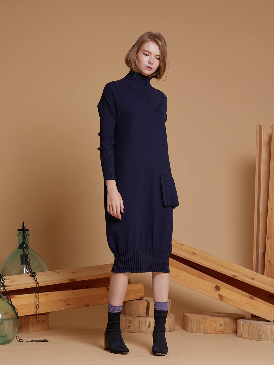 AHIN PLEAT TURTLENECK KNIT DRESS [NAVY][RA-KN-DR-A527]